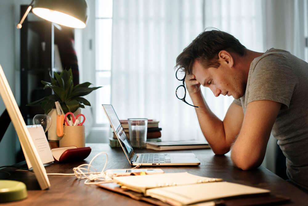 斑禿/鬼剃頭的誘因-壓力太大或情緒病患者