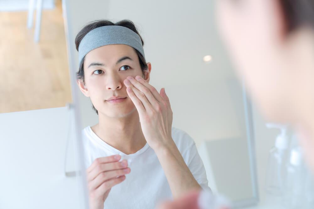 暗瘡印也有分成暗瘡紅印、暗瘡啡印、凹凸洞及暗瘡疤痕。